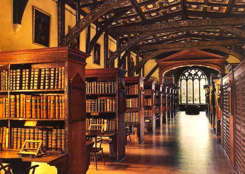 它的图书馆变成了变形课,魔药课,魔法史的教室.
